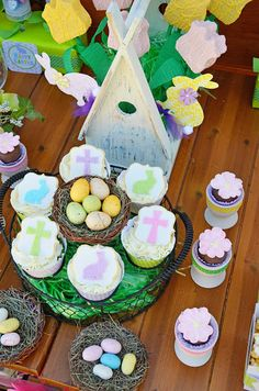 Adorable Easter party with FREE Printables Set- Amanda's Parties To Go