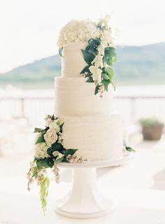 white wedding cake inspiration | image via: southern weddings