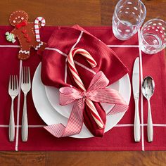 Holiday Place Setting: Casual – The Pampered Chef® http://new.pamperedchef.com/pws/paulapcooks4u/holiday-table-settings#pop1