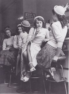 Teenagers in the 1950's much more elegant than teenagers now... i was born in the wrong era...