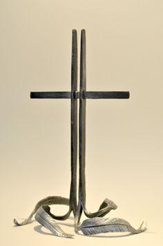 MELISSA COLE FEATHERED STEEL CROSS 32X21X15CM JUNE 2011 001web.jpg (264×400)