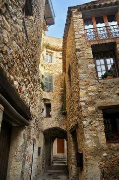 Passage secret - Roquebrune (Alpes-Maritimes) by Charlottess, via Flickr