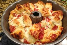 Pizza monkey bread - Easy Pull Apart Pizza Bread (Our Favorite Recipe) – Pizza monkey bread Think Food, Love Food, Pizza Monkey Bread, Bread Pizza, Bread Food, Pizza Pizza, Pain Pizza, Pizza Cake, Pizza Bites
