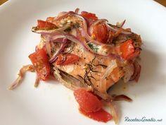Salmón al horno con hinojo y tomate