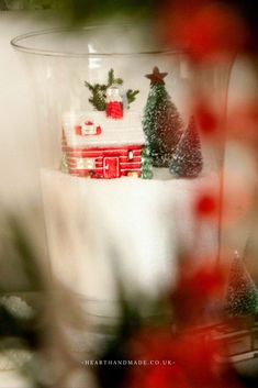 Insanely Easy Christmas Decoration Ideas You Will Adore! Insanely Easy Christmas Decoration Id Handmade Christmas Crafts, Diy Christmas Garland, Easy Christmas Decorations, Christmas Lanterns, Christmas Gift Guide, Slim Christmas Tree, All Things Christmas, Simple Christmas, Christmas Home