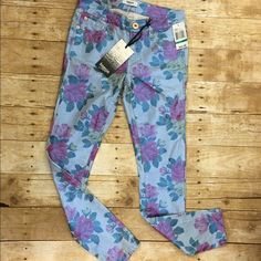 Kenzie floral jeans NWT floral design that's almost iridescent super fun print Kensie Pants Skinny