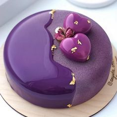 Blueberry Chocolate Mousse Entremet by Chef 🔥🔥🔥 Cake Decorating Techniques, Cake Decorating Tips, Beautiful Cakes, Amazing Cakes, Indian Cake, Blueberry Chocolate, Chocolate Pastry, Mirror Glaze Cake, Fancy Desserts