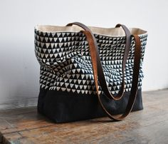 what a great bag! perfect size too for laptop and camera and books. carry on size.