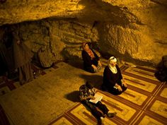 women praying in dome or rock alAqsa