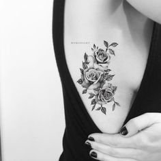 Bonita Vintage Realistic Black Floral Flower Rose Temporary Tattoos - Vintage Black and White Floral Flower Rose Side Rib Temporary Tattoo Ideas for Women – Ideas de - Side Foot Tattoos, Rose Rib Tattoos, Rose Tattoo On Side, Flower Tattoo On Ribs, Rose Tattoo Thigh, Flower Tattoos, Tattoos On Side Ribs, Ribbon Tattoos, Skull Tattoos