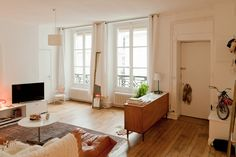 Freunde von Freunden — Julie Rouby — Creative Agent, Apartment & Neighborhood, Le Marais, Paris — http://www.freundevonfreunden.com/intervie...