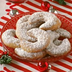 Chräbeli - Swiss Christmas cookies, flavored with anise ...