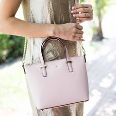 #dresscolorfully @emilyjacks with our cedar street harmony crossbody