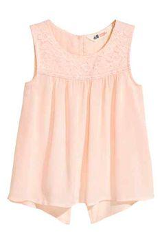 H&M vous propose une large gamme de hauts et de t-shirts pour fille de 8 à  14 ans et plus. Découvrez notre dernière collection bébé et enfant en ligne  ou da