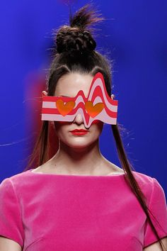 One of the designers I love Agatha Ruiz De La Prada- check out her kooky eyewear that she presented for Fall Winter She is always known for her lopsided Crazy Sunglasses, Cheap Ray Ban Sunglasses, Sunglasses Women, Sunglasses Outlet, Funky Glasses, Eye Glasses, Prada, Four Eyes, Piercings