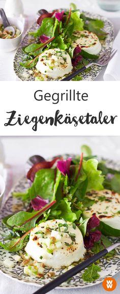 Wie wäre es mal mit einem Salat mit gegrillten Ziegenkäsetalern? WW Your Way I Salat I Ziegenkäse I Abnehmen I Gesund essen I Rezept I WW Rezept I WW 2018 I Weight Watchers Deutschland