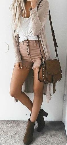 40 Trending And Flawless Outfit Ideas For Update Your Summer Look Book, Spring Outfits, White + Shades Of Pink Source. Mode Outfits, Casual Outfits, Fashion Outfits, Fashion Tips, Fashion Trends, Fashion Ideas, Casual Shorts, Pink Shorts Outfit, Teen Outfits