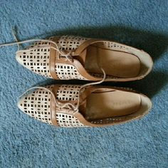 Modcloth Pointy Laced Flats Very lightly worn!   This is the lowest I'd ideally like to go in price :) ModCloth Shoes Flats & Loafers