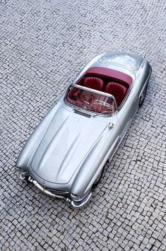The Mercedes-Benz 300SLis one of those hugely significant cars that'll forever be remembered as one of the top 10 greatest vehicle designsof all time – no matter whatextraordinaryvehicles may bereleased in the future. The Coupe is perhaps the more famous sibling in the 300SL family, largely due to its eye-catching gullwing doors, but the Roadster...