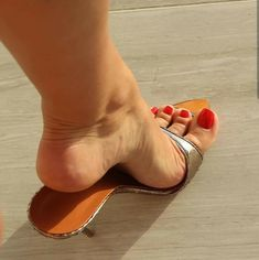 Beautiful Toes, Gorgeous Heels, Pretty Toes, Sexy Legs And Heels, Sexy High Heels, Nylons Heels, Stiletto Heels, Feet Show, Sexy Sandals
