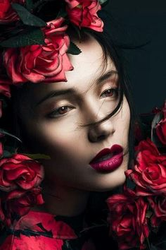 Red lips & Red roses ~ VoyageVisuelle ✿⊱╮ by Andrea A. Beauty Photography, Portrait Photography, Foto Fashion, Beauty And Fashion, Red Lips, Her Hair, Lady In Red, Red Roses, Halloween Face Makeup