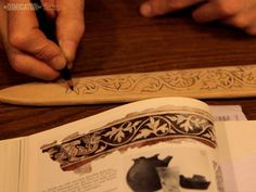 DIMICATOR-The scabbard is to be painted, like the Bamberg one, but the Bamberg ornament is from around 1200. For a sword used for I.33, we chose an early 14th century secco wall painting from Zürich as an inspriration for decoration, which I next drew onto the leather.