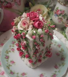 note: this is a shabby chic FAKE cake - you could put it under a glass cloche Gorgeous Cakes, Pretty Cakes, Amazing Cakes, Fancy Cakes, Mini Cakes, Cupcake Cakes, Bolo Floral, Floral Cake, Art Floral
