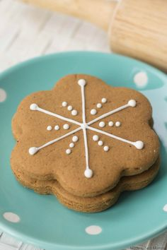 These snowflake gingerbread cookies are so easy to make!