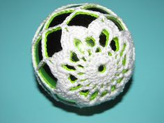 Simply Crochet and Other Crafts: Poinsettia Christmas Ball pattern