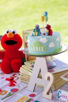 Elmo. Cake. Birthday Party.    http://www.chiccheapnursery.com/2012/kiddie-parties/sesame-street-birthday-party/