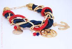 Código Pul-0007 Pulsera Marinera, realizada en cordones, cadena y dijes de oro laminado. #bracelets #nautical