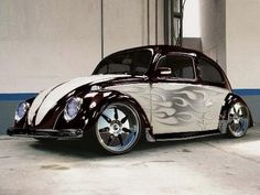 VW Beetle Classic -maybe the paint without the flames Auto Volkswagen, Vw T1, Volkswagen Transporter, My Dream Car, Dream Cars, Kdf Wagen, Bug Car, Cool Bugs, Vw Vintage