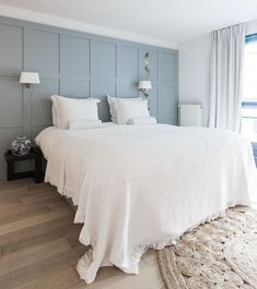 Feature Wall Bedroom, Accent Wall Bedroom, Blue Bedroom Decor, Home Bedroom, Teen Bedroom, Blue Bedrooms, Design Bedroom, Small Master Bedroom, Master Bedroom Makeover