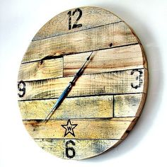 Make a clock from pallet wood.  Repurpose simple materials for this project. Wood Pallets, Pallet Wood, Recycled Pallets, Wooden Clock, Home Decor Items, Home Decor Accessories, Diy Home Decor, Pallet Creations, Woodworking Crafts