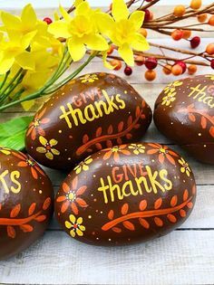 Give thanks! Use this painted rock to decorate your Thanksgiving Table or as a hostess gift! Get a bunch and use for place settings. This harvest-themed Thanksgiving rock says Thanksgiving Crafts For Kids, Thanksgiving Table Settings, Thanksgiving Centerpieces, Thanksgiving Activities, Thanksgiving 2020, Autumn Centerpieces, Thanksgiving Stories, Thanksgiving Prayer, Thanksgiving Appetizers