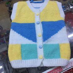 Kalan ipleri değerlendirebileceğimiz bir model. 2 yaş. Alıntıdır. Malzemeler: Beyaz bebe yünü Yeşil bebe yünü Sarı bebe yünü Mavi bebe yünü 3.5 numara şiş D
