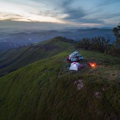 "vanlifers: ""Photo by (em Santa Maria, California) "" Vw Bus, Vw T3 Camper, Volkswagen, Barbie Camper, Camping Places, Camping Life, Camping Store, Vw T3 Syncro, Road Trip"