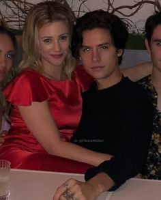Lili and Cole Riverdale Poster, Bughead Riverdale, Riverdale Funny, Riverdale Memes, Riverdale Betty And Jughead, Cole Spouse, Lili Reinhart And Cole Sprouse, Zack Y Cody, Cole Sprouse Jughead