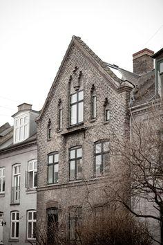 Black & White Townhouse by Norm Architects In Copenhagen, Denmark  photo © Jonas Bjerre-Poulsen