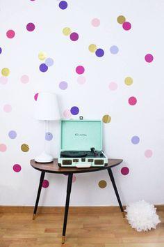 Konfetti geht immer! Ob als Hintergrund für deine Partyfotos, oder um schlichte, weiße Wände zu verschönern. Das XXL Konfetti ist ein echter Hingucker.