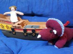 Odysseus and a terrible monster Homer Odyssey, Knitted Dolls, Greek Mythology, Loom, Knitting, Character, Tricot, Breien, Stricken