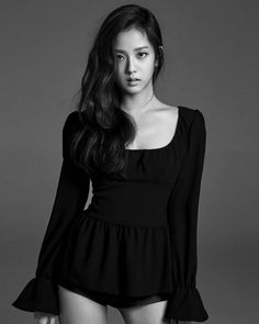 YG Entertainment's newest girl group Black Pink has released additional images of each member. The images showcase the character of each member, Jennie, Lisa, Ji Soo, and Rose. Stay tuned to Koogle TV for more updates on this debuting group. Blackpink Jisoo, Kpop Girl Groups, Korean Girl Groups, Kpop Girls, Jenny Kim, Black Pink ジス, Wattpad, Blackpink Photos, Blackpink Fashion