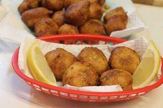 Southern Hush Puppies Recipe I Heart Recipes, Side Dish Recipes, Simple Recipes, Dinner Recipes, Fried Fish, Fish Fry, Fried Catfish Recipes, Crockpot Recipes, Cooking Recipes