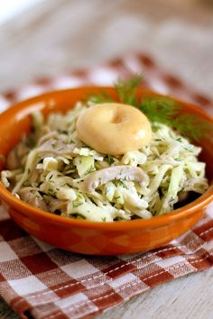 Еще одно любимое в моей семье блюдо из груздей. Этот салат, несмотря на свою простоту, очень вкусен. Его можно есть как самостоятельное блюдо, так дополнять блюда…