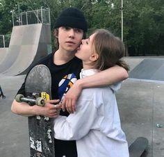 @gennaschiller Skater Couple, Skater Boys, Cute Relationship Goals, Cute Relationships, Cute Couples Goals, Couple Goals, Emo Couples, Romantic Couples, Photos Amoureux