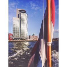 Rotterdam, the Maas, watertaxi, skyscraper and Hotel New York Photo: @s_dew