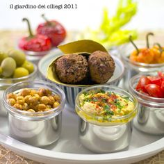 falafel, vegetarian tapasa; http://giardinociliegi.blogspot.com/2011/09/falafel-antispasto-misto-finger-food-o.html