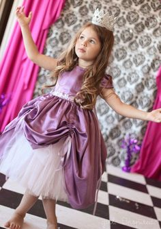 Adorable. Princess Dress Free Sewing Pattern for Girls. How cute would this be to dress up for a Princess Tea Party! Little Girl Princess Dresses, Princess Dress Patterns, Little Girl Dress Up, Kids Dress Up, Disney Princess Dresses, Princess Girl, Disney Dresses, Girls Party Dress, Girls Dresses