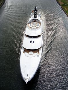 PHOENIX 2 Yacht - Seatech Marine Products / Daily Watermakers