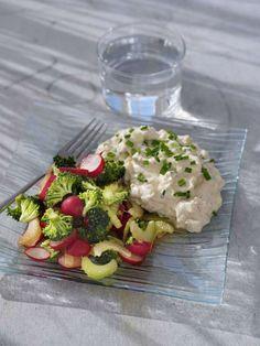 Fantastisk lunch innehållande tonfisk, gräslök, majonnäs, broccoli och selleri.